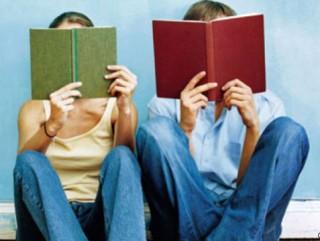 """Флешмоб """"Молодь читає"""""""